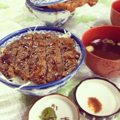 SAKURAソースカツDON@白孔雀食堂
