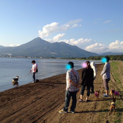 猪苗代湖と磐梯山。天神浜オートキャンプ場より