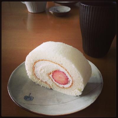 苺のミルキークリームロール