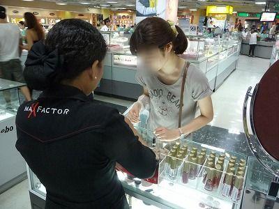 日本でおなじみの化粧品もいっぱい売ってます