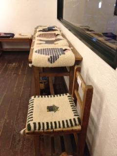 恵文社の椅子敷き展