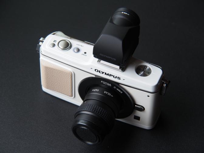 オリンパスPEN E-P2ホワイト+VF-2ブラック