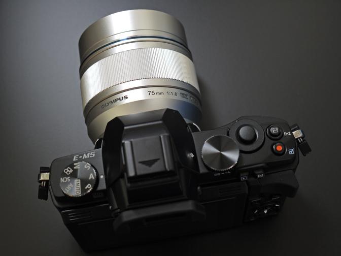 M.ZUIKO DIGITAL ED 75mm F1.8+E-M5