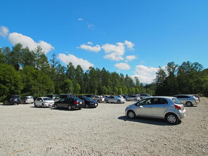 青い池の駐車場