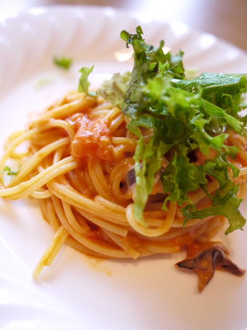 魚介と香味野菜のトマトクリームパスタ