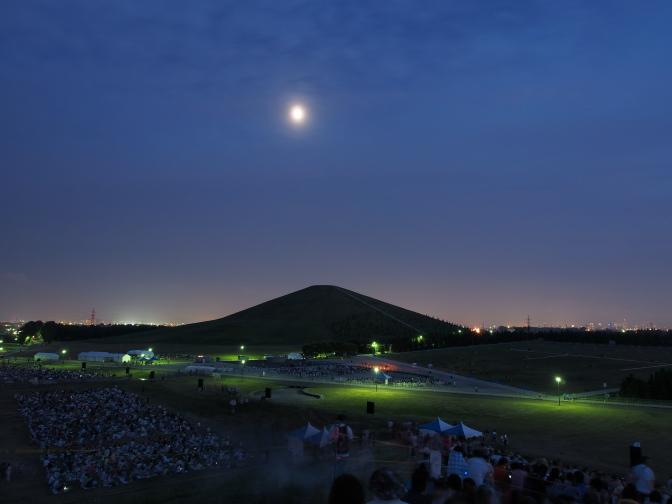 モエレ山と月