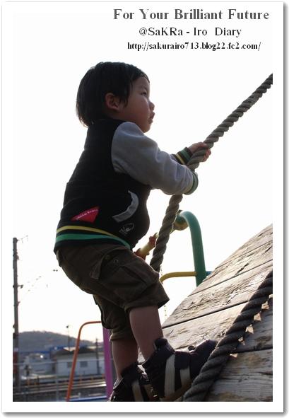 綱を頼りに登ってます