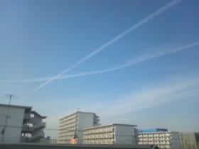 2個の飛行機雲