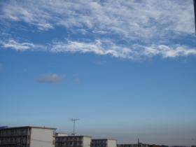 朝の空と団地