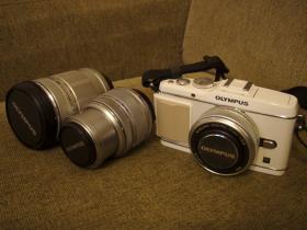 白カメラレンズ