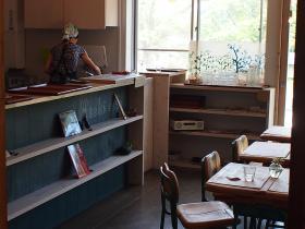 木の家・食堂