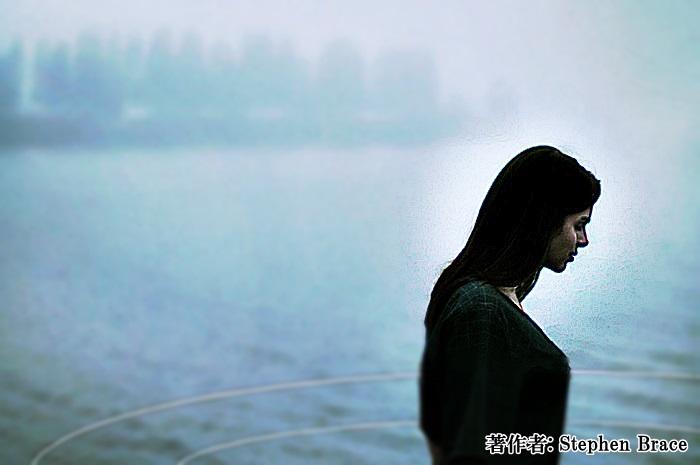 池の上に立つ女5