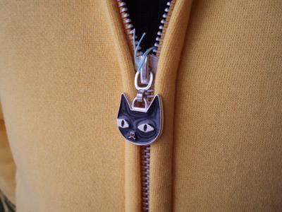20120204猫パーカーチャック金具
