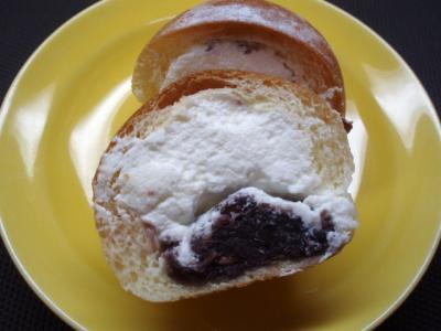 20120229差し入れ生クリームあんパン