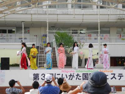 20120909国際フェスアオザイショー