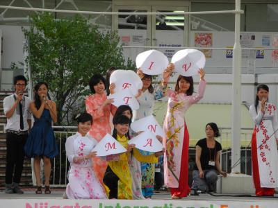 20120909国際フェスアオザイショー2