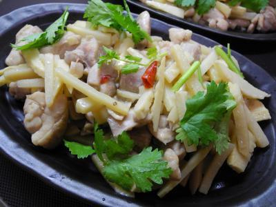 201209筍と鶏のナンプラー炒め