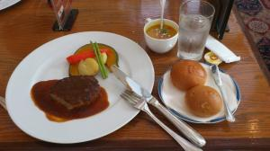 昼食の光景