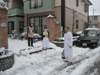 雪の中 往診。がんばってます。