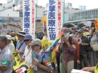 渋谷駅前をデモ行進で通過中!