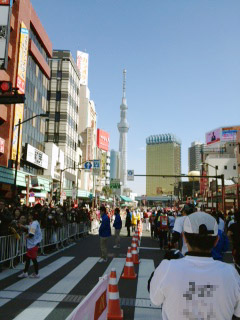 2013東京マラソンスカイツリーが見えてきました