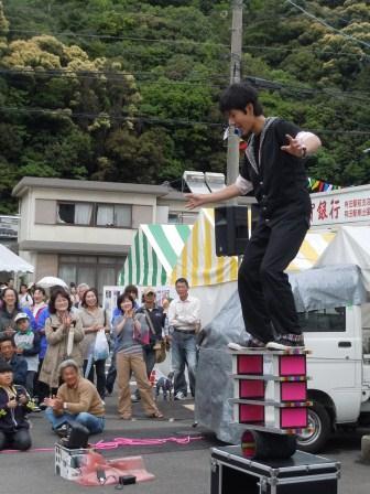 高校生ジャグラーの大道芸(2012-05-03)