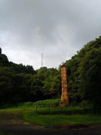 朝陽の中の煙突(2012-08-13)