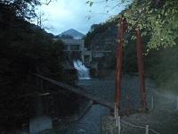 北又ダムにかかるつり橋から入山
