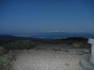 朝日岳から見た夜明け前の富山湾
