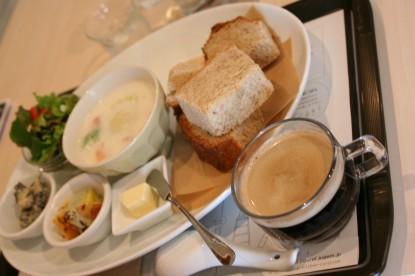 クリームシチュー+パン