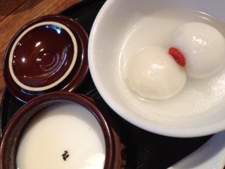 温ゴマだんごと杏仁豆腐