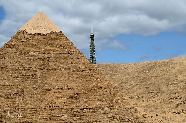 ピラミッド&エッフェル塔