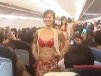 機内でビキニ美女ショーを行ったベトジェット・エアに罰金処分 【動画あり】