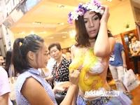 中国の国際有名家具展でボディペイントショーのイベントを実施