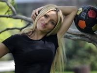 クロアチアのサッカークラブの新監督に元モデルの24歳金髪美女が就任