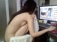 彼女が裸でゲームをしてるところを撮ったプライベートヌード画像