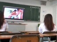 ひとりでポルノを視聴するフランス人女性が増加してるらしい