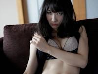 AKB48 柏木由紀がランジェリー姿で「an・an」表紙に登場