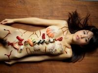 美女の女体盛りヌード画像