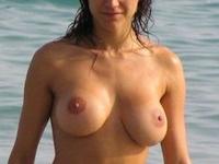 ヌーディストビーチ おっぱい画像 12