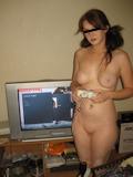 ゲームする西洋美女 ヌード画像 10