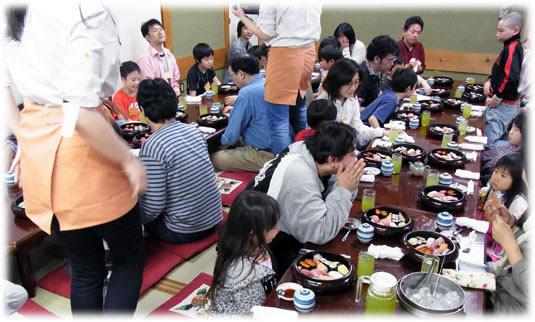 2012-04-30 親子ゲーム会:食事風景