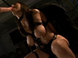 拘束されて口内をディルドで犯されるグラマーな熟女 - エロ動画 アダルト動画