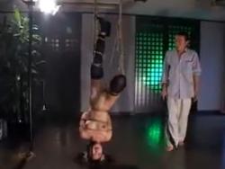 逆さ吊り拷問 - エロ動画 アダルト動画