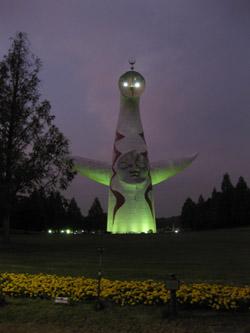 ライトアップされた太陽の塔