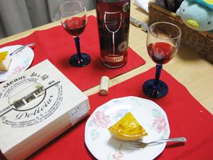 美味しいチーズケーキとワイン