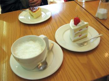 STYLのケーキとラテ