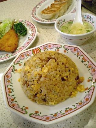 餃子の王将大和、鯵フライ、餃子、焼きめし2