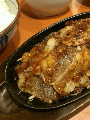 東京チカラめしでW焼き牛定食(並)680円。 1