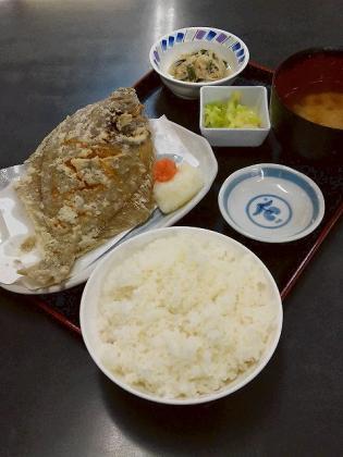 和食いちばんでマコガレイ唐揚げと定食セット2